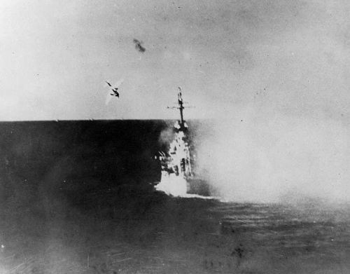 uss_columbia_attacked_by_kamikaze
